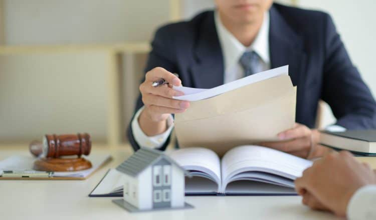 Evicting a Tenant Without a Specific Reason: Ask an Orange County Eviction Lawyer
